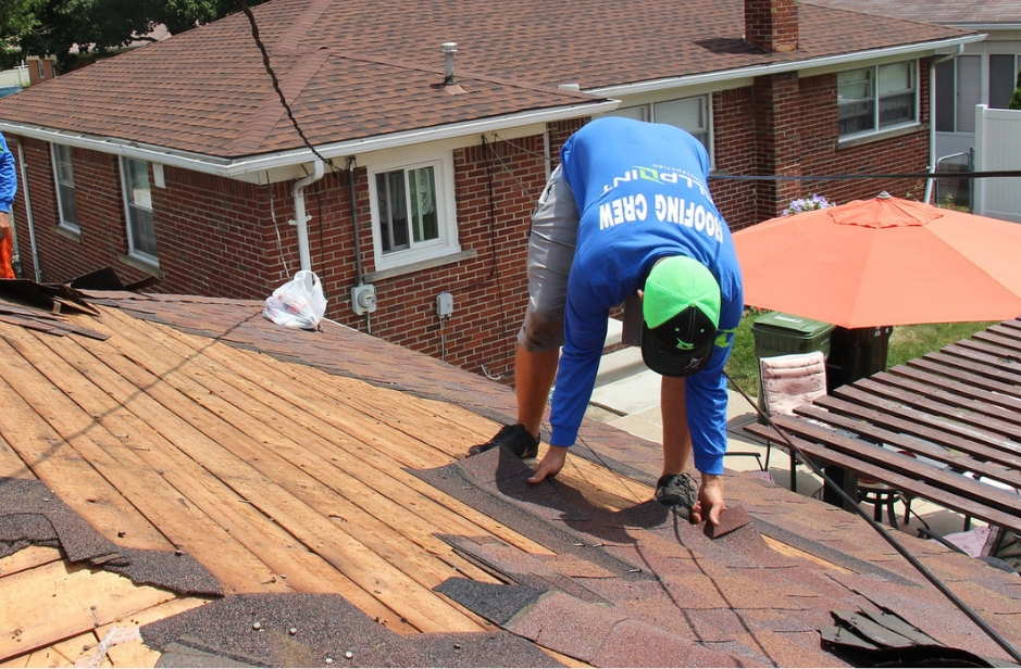 🏠🏘️😃 💡 Is Covering Your Old Roof with a New Roof in Downriver Michigan A Good Idea? 💡💡🏠