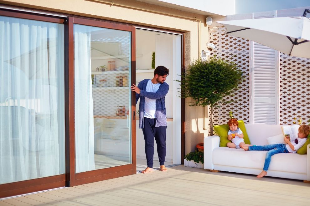 🚪🏠🏡What Factors Should You Consider Before Getting A Sliding Door in Downriver Michigan? ✅😎😎