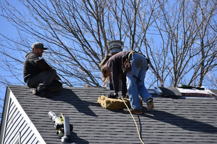 🏚️🏡🏠🏘️ Choosing the Right Roof for Your Downriver Michigan Home  👀 🏡🏠
