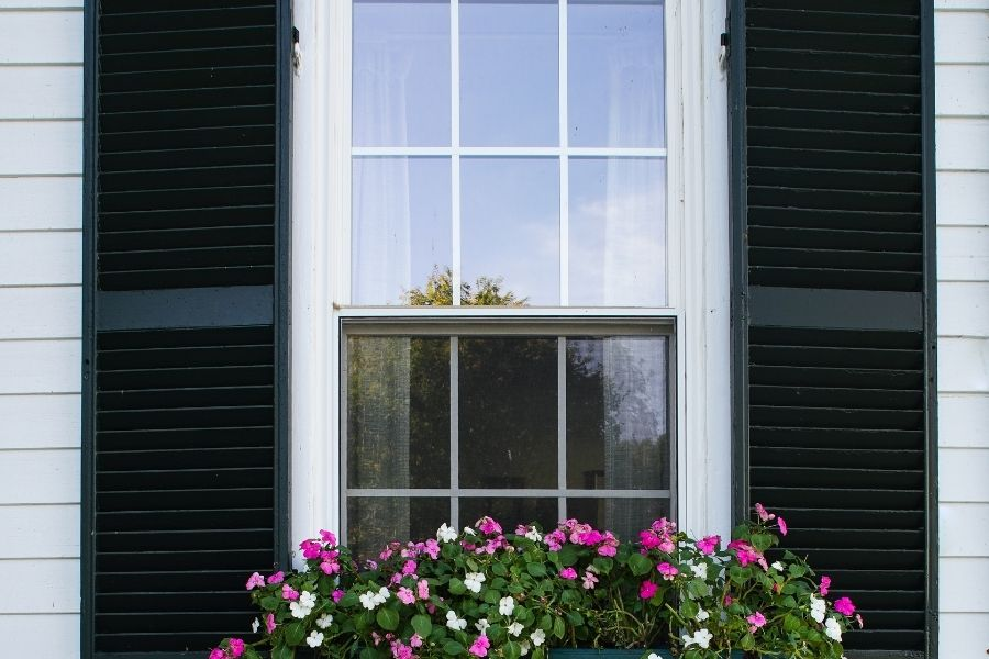 🧱 💡 🚧 🏘 Choosing the Best Style of Replacement Windows in Plymouth Michigan 🏚 🏠 🏡